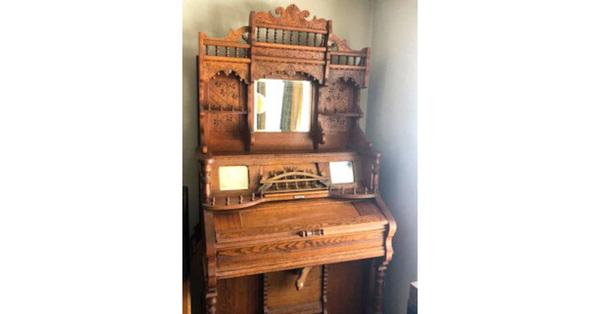 Family Re-homing Antique Pump Organ