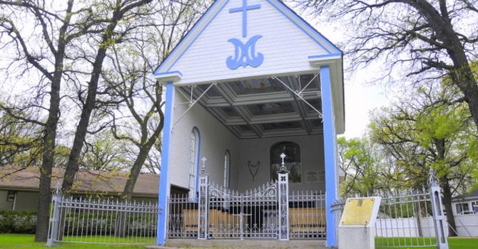 Come and Pray at the Chapel! Venez prier dans la Chapelle! image