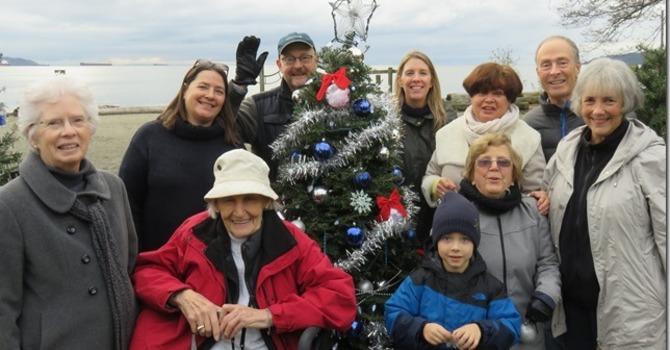 2016 Dundarave Christmas tree decorating
