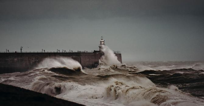 La Fe es una ancla que sostiene nuestra vida para superar las tormentas image