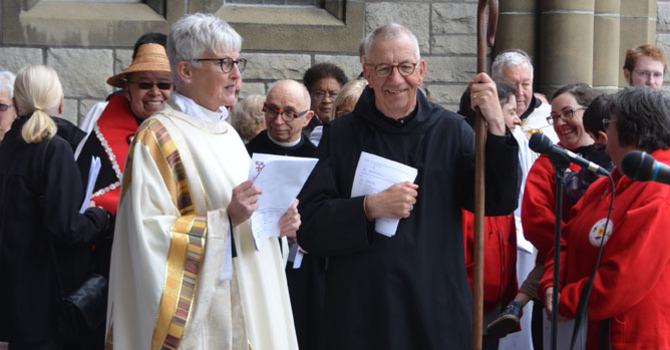 Bishop announces resignation