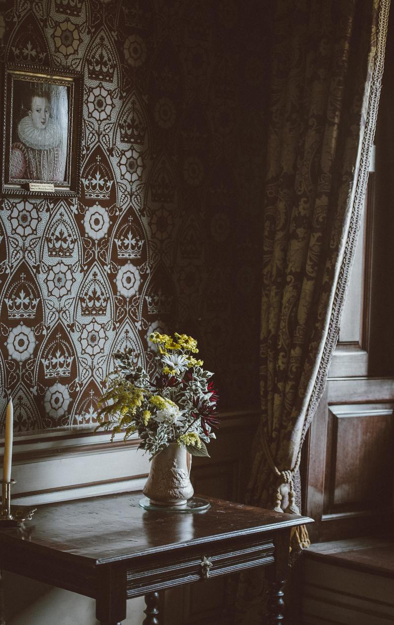 Of Wounds and Wallpaper